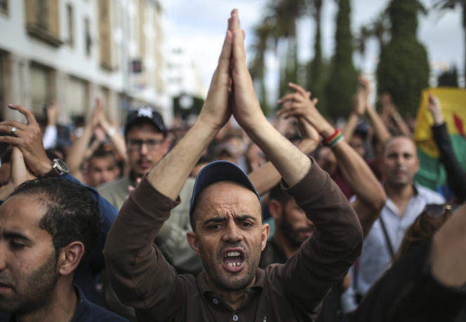 Manifestation à Rabat après l'annonce des peines décidées par la cour d'appel de Casablanca à l'encontre des « enfants du Rif», le 27 juin.