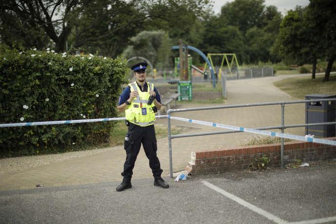 Cordon de sécurité installé, le 5 juillet 2018, dans les jardins Reine Elizabeth de Salisbury où un couple de Britanniques aurait pû être exposé auNovitchok.