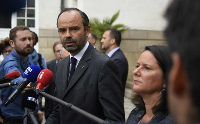 Le premier ministre Edouard Philippe s'adresse aux médias depuis la préfecture de Loire-Atlantique, à Nantes, le 5 juillet.
