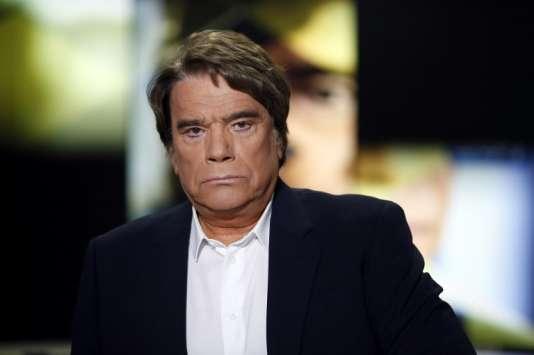 Bernard Tapie sur le plateau de la chaîne i-Télé (désormais CNews) le 10 juillet 2013, à Paris.