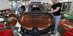 Une chaîne de montage de la Zoe, modèle 100 % électirique de Renault, dans l'usine de Flins dans les Yvelines, le 5 mai 2015.