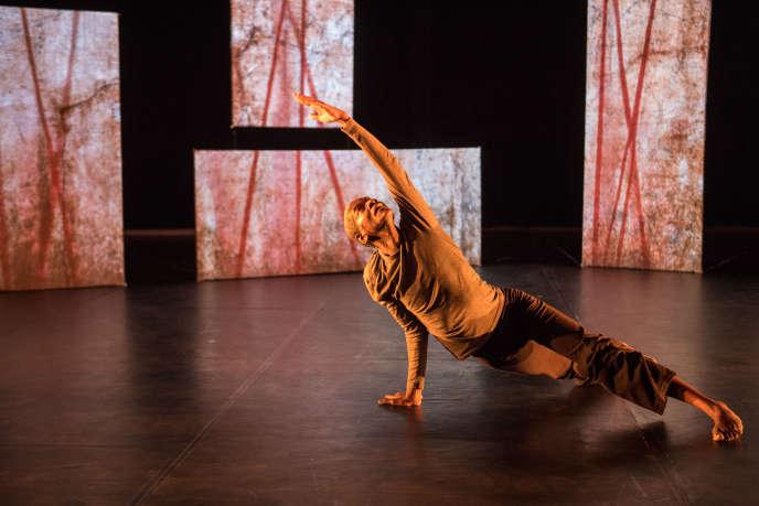 « J'habite une blessure sacrée », un solo du chorégraphe et danseur guadeloupéen Max Diakok.