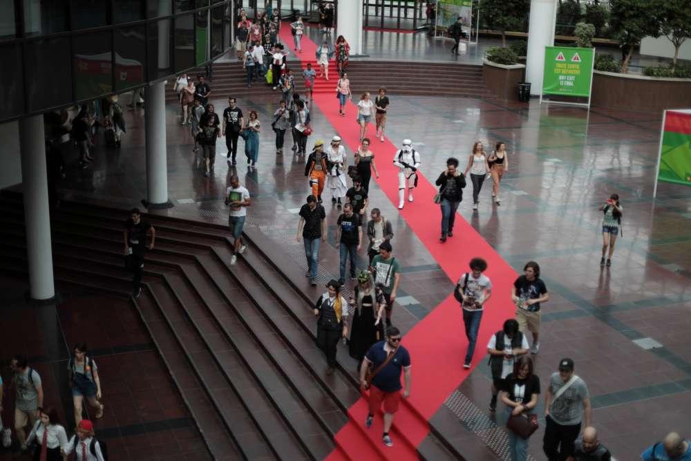 Plus de 200 000 visiteurs sont attendus cette année à la Japan Expo, dont probablement quelques milliers de personnes costumées. L'année dernière, 238000personnes y avaient participé, selon les organisateurs.