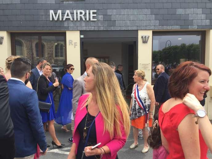 Fanny Prokic devant la mairie d'Octeville-sur-Mer, le 9 juin 2018.