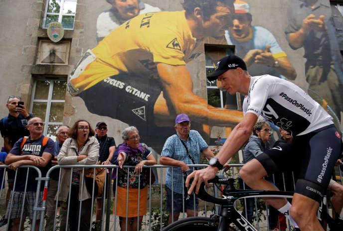 Christopher Froome arrive à la présentation des équipes du Tour de France, jeudi 5 juillet 2018 à La Roche-sur-Yon.