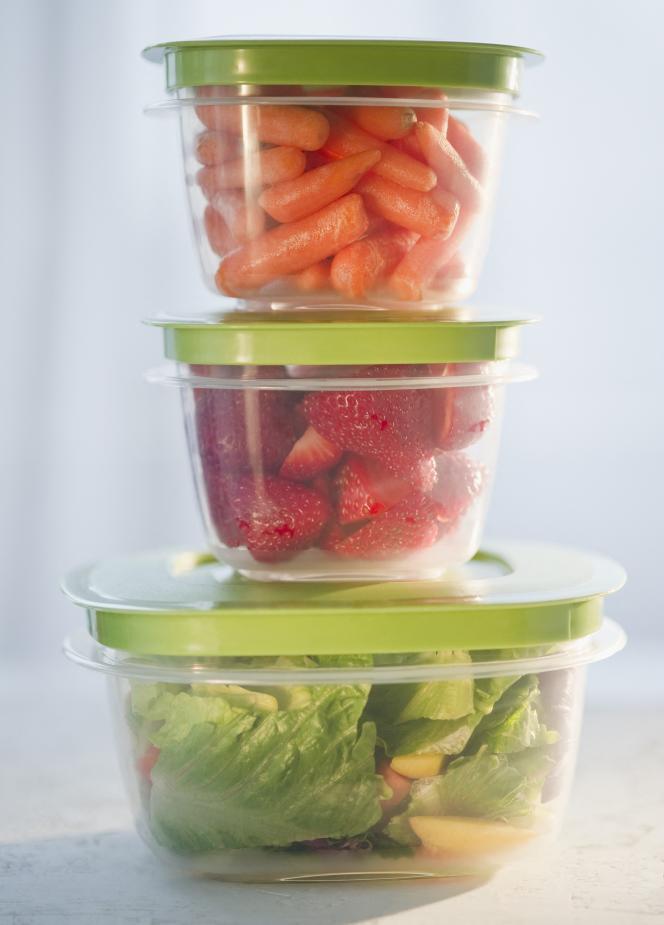 Le «batch cooking» : mettre en boîtes ou en bocaux les aliments séparément, les étiqueter et les assembler le jour J, après une éventuelle courte cuisson.