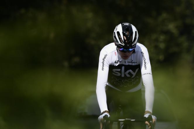 Christopher Froome lors d'un entraînement de l'équipe Sky à Saint-Mars-la-Réorthe (Vendée), vendredi 6 juillet 2018.