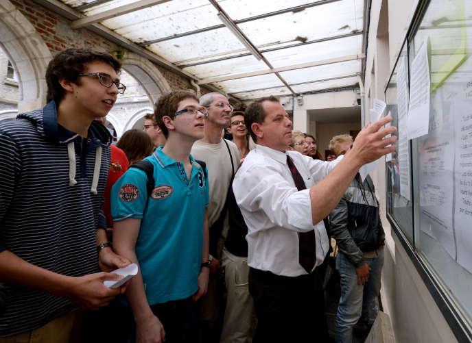 Les résultats du bac, ici à Saint-Omer, en 2013.AFP PHOTO / DENIS CHARLET / AFP PHOTO / DENIS CHARLET