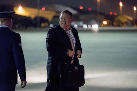 Mike Pompeo monte à bord de son avion à la base aérienne d'Andrews, dans le Maryland, pour se rendre à Pyongyang, en Corée du Nord, le 5juillet.
