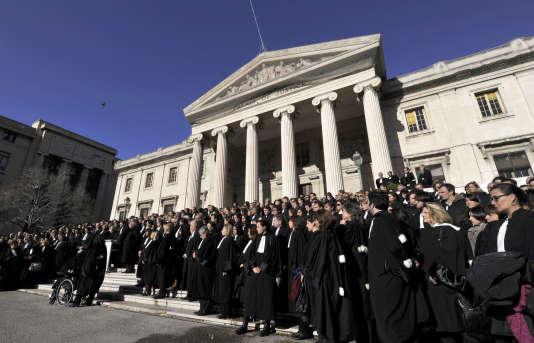 Plusieurs centaines d'avocats avaient manifesté devant le palais de justice de Marseille, le 6 décembre 2012, pour rendre hommage à Raymonde Talbot.