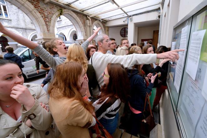 Les résultats du bac, ici en 2013 à Saint-Omer. AFP PHOTO / DENIS CHARLET / AFP PHOTO / DENIS CHARLET