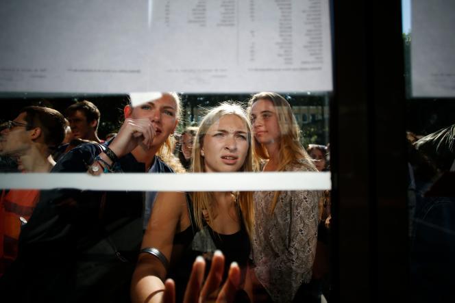 Résultats du bac au lycée Malherbe de Caen, vendredi 6 juillet.