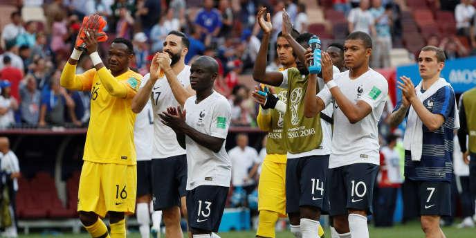 Les joueurs Kylian Mbappé, N'Golo Kanté et leurs coéquipiers avant le match France-Danemark, le 26 juin 2018 à Moscou.