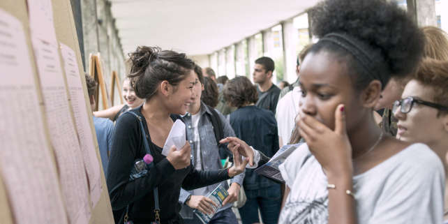 Students react after viewing the results of the baccalaureat exam (high school graduation exam) on July 4, 2014 at the Claude Monet high school in Paris. Some 686.907 candidates for the baccalaureat 2014, whatever is their sector, general, technological or professional, are going to know today if they are straight off received, stuck or convened to the catching up. AFP PHOTO / FRED DUFOUR / AFP PHOTO / FRED DUFOUR