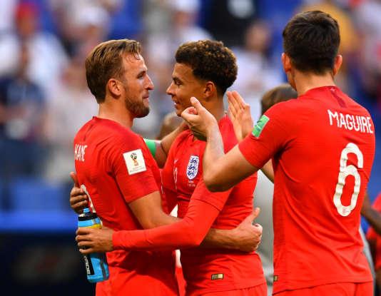 Harry Kane célèbre la victoire de l'Angleterre face à la Suède en quarts de finale avec son coéquipier de TottenhamDele Alli, le 7juillet.