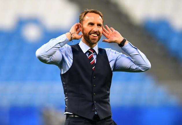 « Quoi, il est pas beau mon gilet ? »: le sélectionneur anglais, Gareth Southgate, lors du Mondial russe, en 2018.