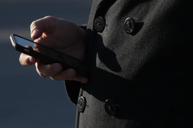 Le prévenu a été condamné à six mois de prison avec sursis, et a reçu l'obligation d'accomplir un travail d'intérêt général pendant 180heures.