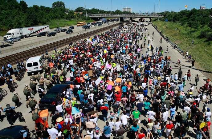 Manifestants sur l'autoroute Dan Ryan de Chicago, le 7 juillet 2018.
