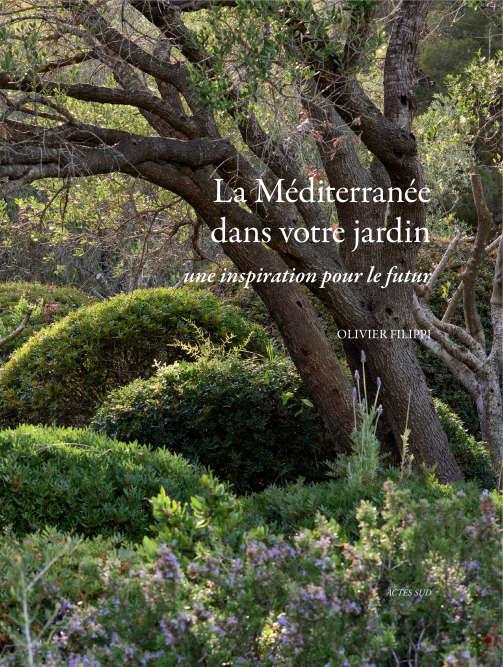 Caractéristique des paysages du pourtour méditerranéen, la garrigue, dans toute sa diversité de formes végétales et de couleurs, est le sujet central de ce bel ouvrage. Le sublime des photographies de coussins de cistes et de genêts au Portugal ou de champs d'oliviersen Grèce le dispute aux descriptions botaniques les plus pointues. Sans oublier des suggestions de plantation sans pesticides ni… arrosage.