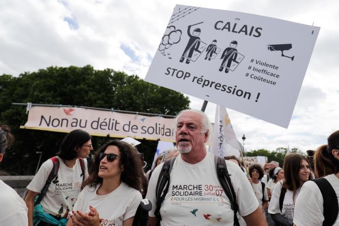 Marche contre le « délit de solidarité» place de la République à Paris, le 17 juin.