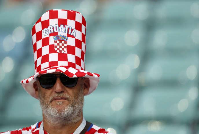 Spectateur croate se préparant mentalement à illustrer un article sur l'étymologie du croate.