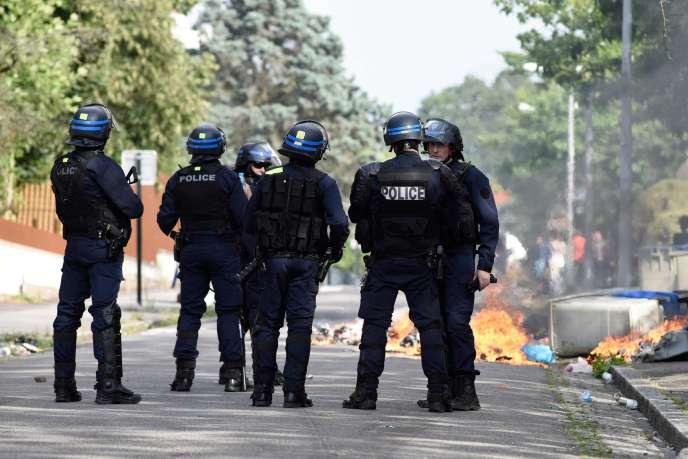Des policiers dans le quartier de Breil à Nantes, le 4 juillet.