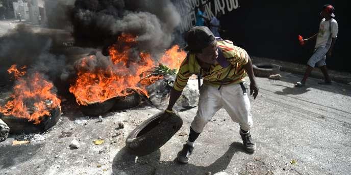 Un manifestant dans les rues de Port-au-Prince, le 7 juillet 2018.