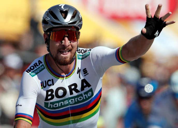 Le champion du monde, le Slovaque Peter Sagan (Bora), a remporté la deuxième étape du Tour de France, dimanche, à La Roche-sur-Yon, et endossé du même coup le maillot jaune.