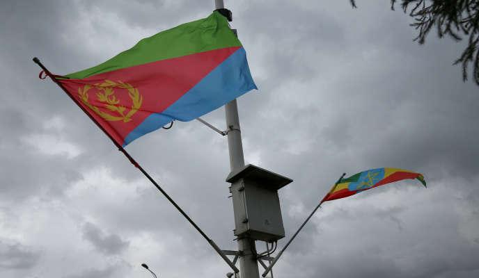 Les drapeaux éthiopien et érythréen côte à côté àAddis Ababa, en Ethiopie, le 26 juin 2018.