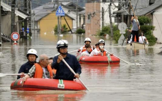 Les secours en action à Kurashiki, dans le sud du Japon.
