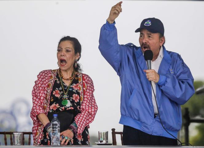 Daniel Ortega et sa femme Rosario Murillo avaient rassemblé plusieurs milliers de leurs partisans à Managua, samedi.