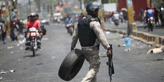 Un policier haïtien dans les rues de Port-au-Prince, le 8 juillet 2018.