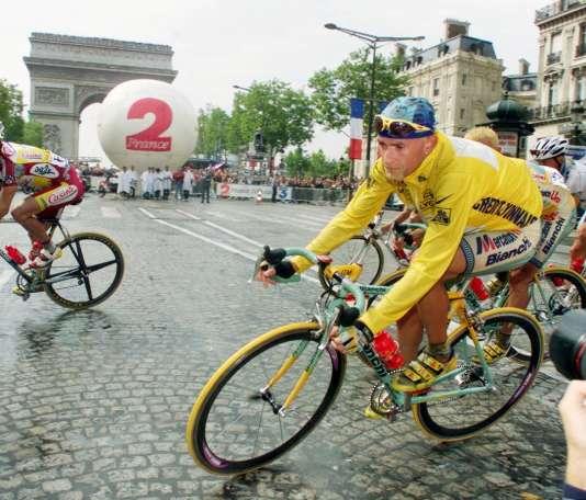 L'Italien Marco Pantani, vainqueur du Tour 1998, était un adepte des gros braquets et du« tout à droite».