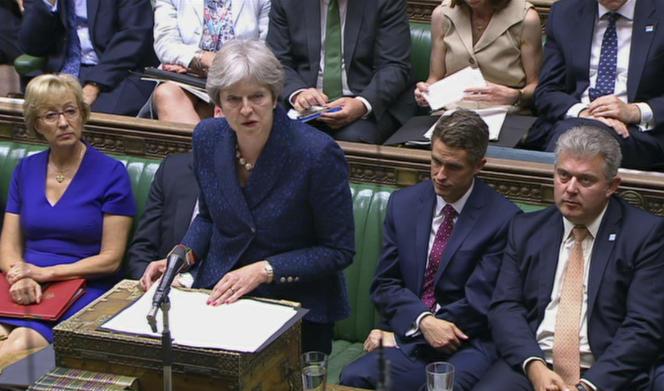 Theresa May s'adresse au parlement après la démission de son ministre, lundi 9 juillet.