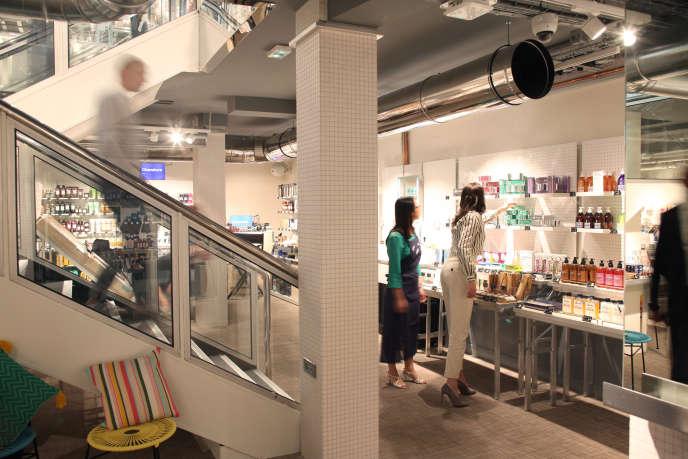 Le Drugstore parisien, enseigne lancée par L'Oréal et Casino, le 22 juin, à Paris.