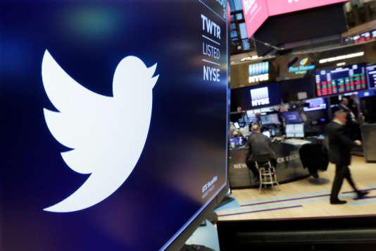 Le logo de Twitter à la Bourse de New York, en février.