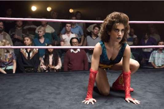 Ruth Wilder (Alison Brie), alias « Zoya the Destroyer», prête à tout pour briller.
