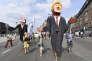 Des manifestants agitent des marionnettes représentant Donald Trump et le premier ministre belge, Charles Michel, le 7 juillet, à Bruxelles.
