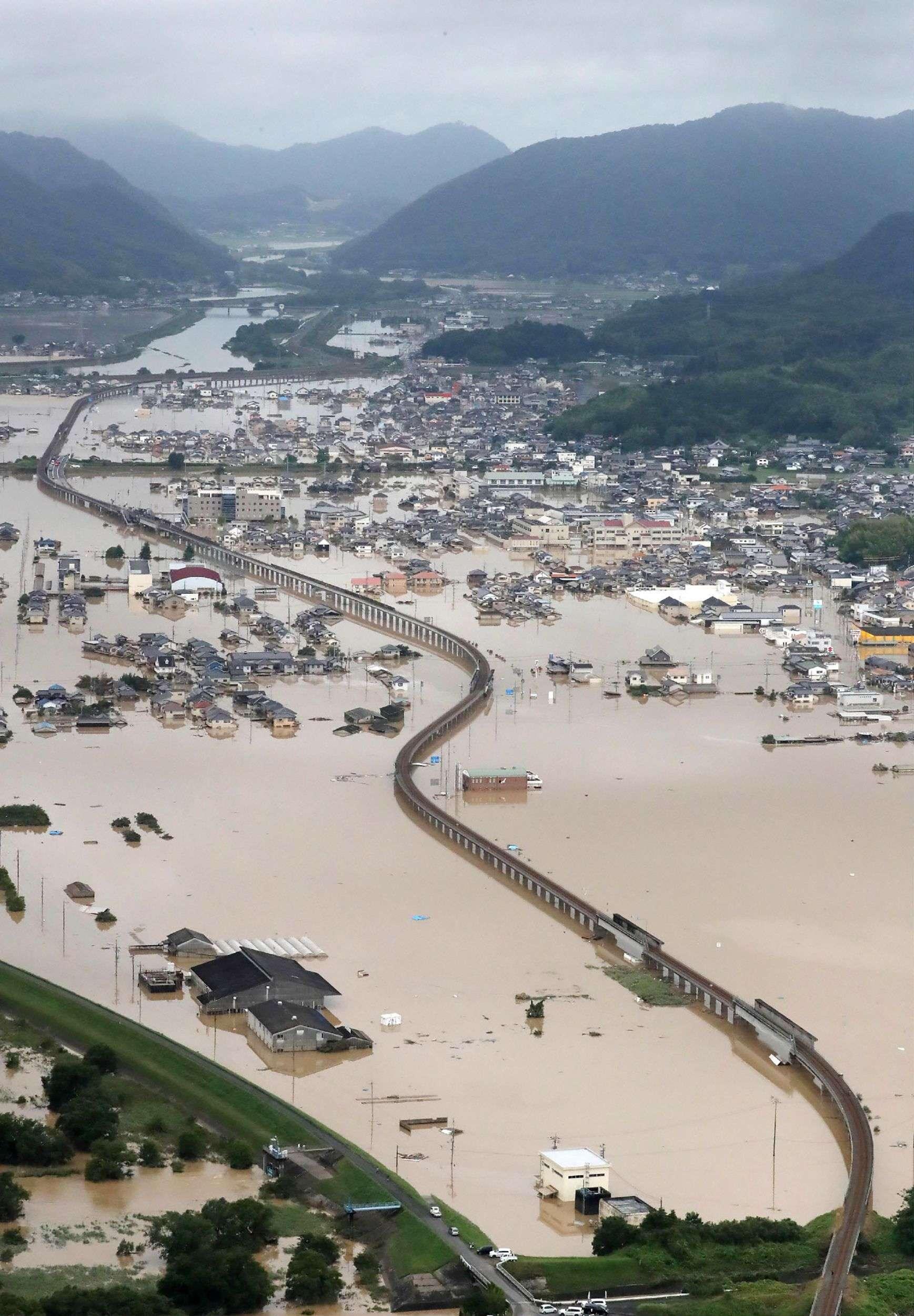 Les précipitations inédites enregistrées entre vendredi 6 et dimanche 8 juillet ont entraîné de terribles inondations, des coulées de boue et d'autres dégâts majeurs qui ont piégé de nombreux habitants. Desordres non contraignants et des recommandations d'évacuer avaient été émis à l'intention de millions de personnes.