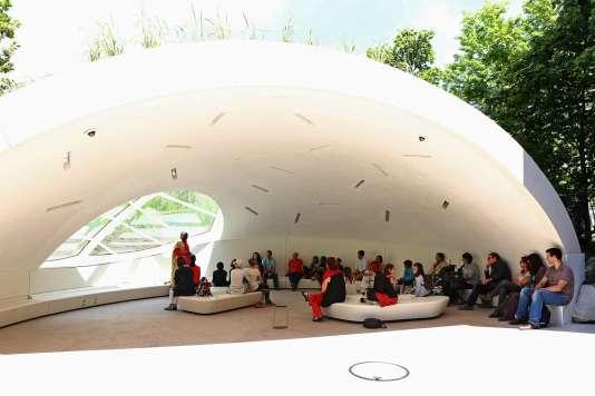 L'abri jardin en forme de bulle, un lieu idéal pour écouter des histoires pendant tout l'été, au Quai Branly, à Paris.