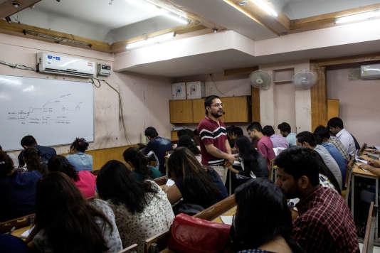 Cours de mathématique au centre de soutien scolaire Vidya Guru.
