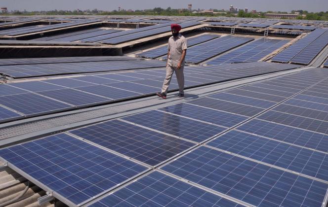 Nimray Solar veut profiter de l'essor du solaire en Inde pour rendre cette énergie verte accessible à tous. Ici,le toit de la centrale solaire photovoltaïque d'Amritsar.
