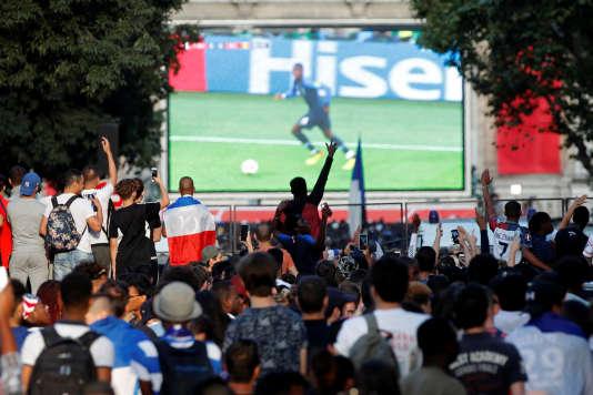 Un système de fan-zone a été autorisé à Paris place de l'Hôtel-de-Ville, le 10 juillet, pour la demi-finale France-Belgique.