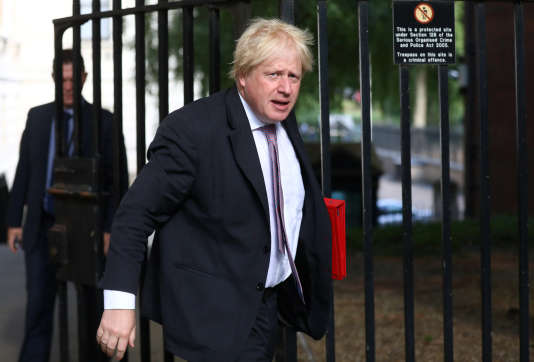 Le ministre britannique des affaires étrangères, Boris Johnson, arrive au 10 Downing Street à Londres, le 3 juillet.