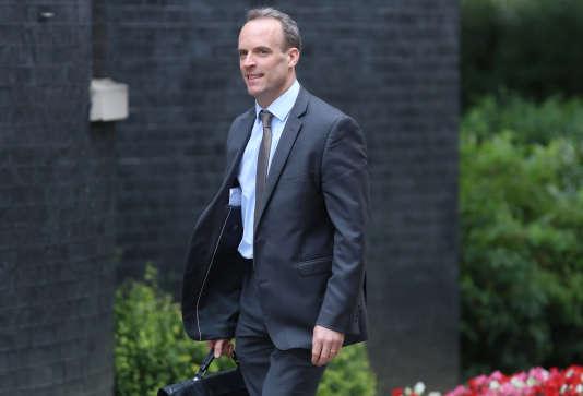 Le nouveau ministre britannique du Brexit, Dominic Raab, arrive à Downing Street, le 10 juillet, à Londres.
