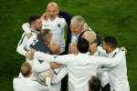 Didier Deschamps célèbre avec son staff la qualification en finale du Mondial 2018, Saint-Pétersbourg, 10 juillet 2018.