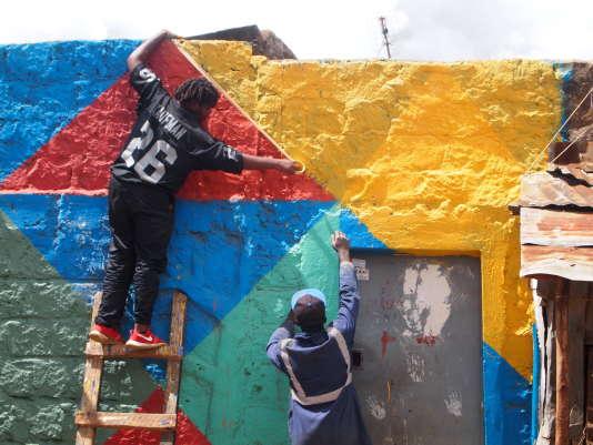 En trois ans, près de 3000personnes ont participé à The Changing Faces Competition, qui veut inciter les jeunes de Dandora, l'un des principaux bidonvilles de Nairobi, à l'engagement civique et la reconquête desespaces publics.