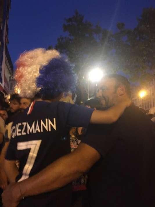 Ronan Cadic et son fils de 9 ans, au maillot de Griezmann.