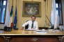 Matteo Salvini s'installe à son nouveau bureau lors de son intronisation au poste de ministre de l'intérieur à Rome, le 1er juin.