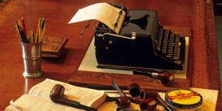 Le nécessaire à écrire de Georges Simenon, montré lors d'une exposition à Liège, en Belgique, en 2010.